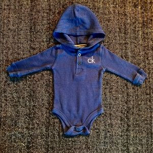 Calvin Klein waffle T size 0-3m